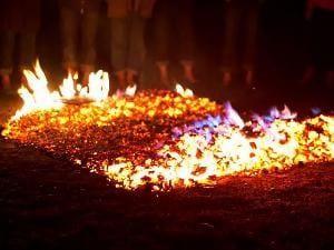 Ein Feuerlauf bleibt garantiert lange in Erinnerung!