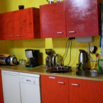 Teeküche des Raumes