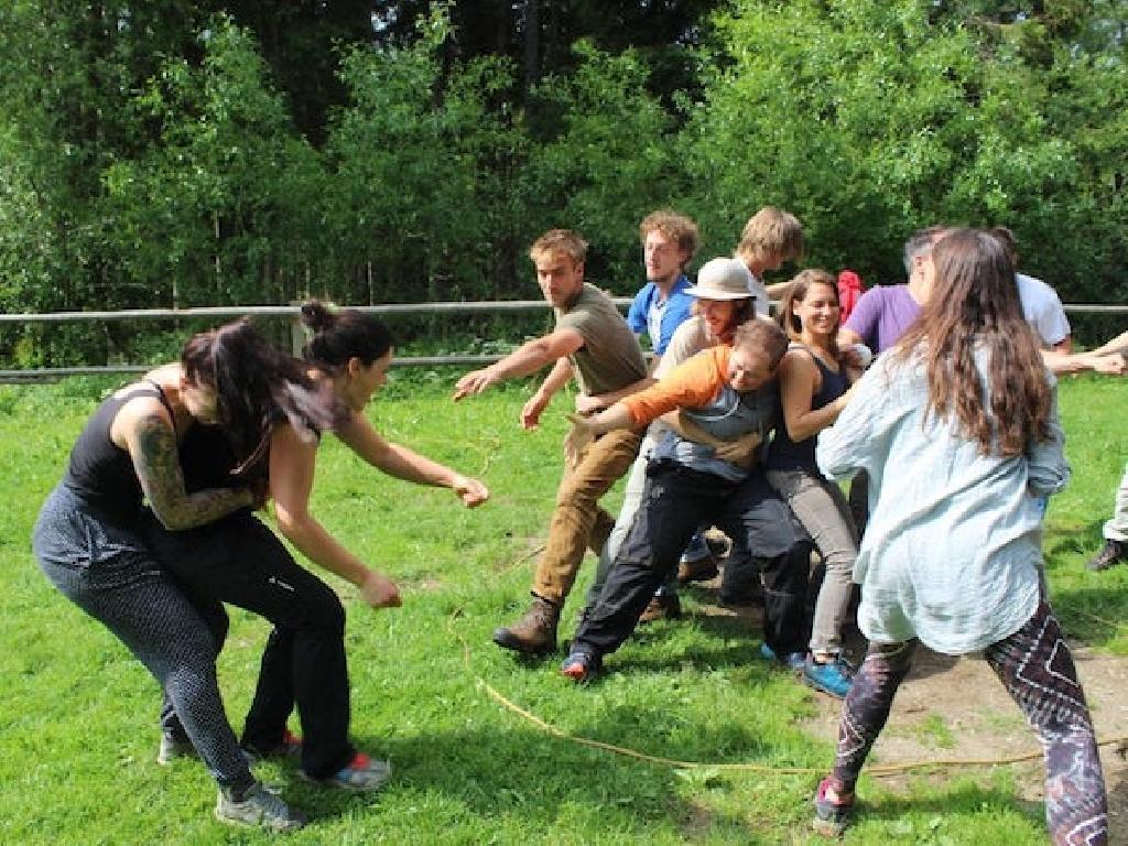 Erlebnispädagogische Spiele eignen sich für jede Altersgruppe
