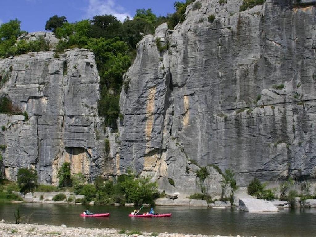 Kanutour statt Städtetour: Eine Klassenfahrt Frankreich lockt mit spannenden Abenteuern