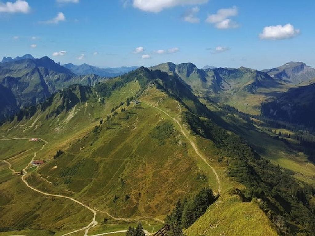 Auf geht's zur Klassenfahrt nach Österreich: Bergpanorama und gute Aussichten inklusive.