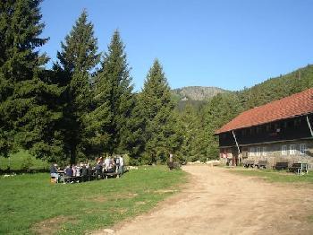 Mit der Klasse an der Hütte ankommen und einander kennen lernen ist unser erster Punkt im Ablauf