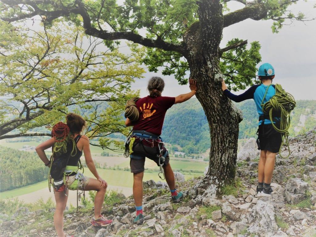 Werde Kletterguide bei N.E.W. und begleite Menschen aller Altersklassen bei Ihren ersten Kletterversuchen.