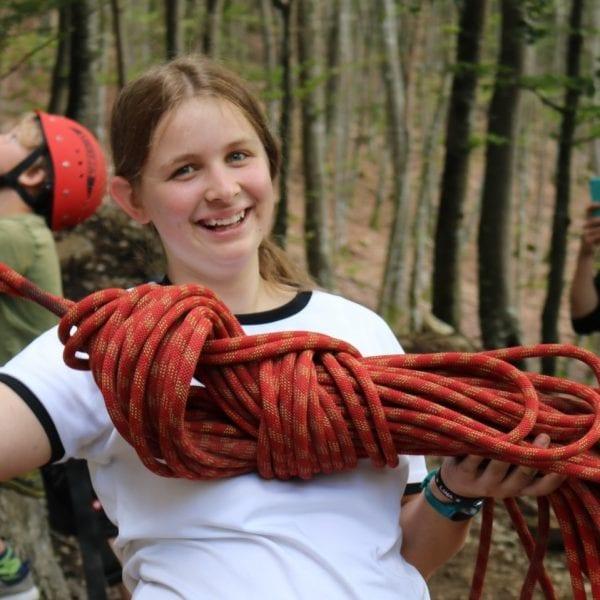 Kids beibringen wie man ein Seil richtig aufnimmt zählt zu Deinen Jobs als Kletterguide.