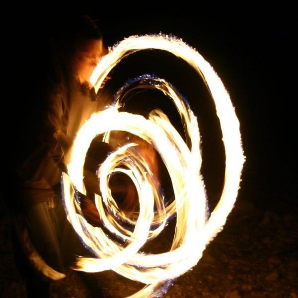 Das hast Du vielleicht nicht vermutet: Feuerspucken und Feuerzauber gehören auch zu Deinem Praktikum.