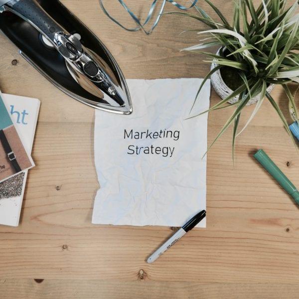 Wir bügeln gerade unsere Marketing Strategie glatt und brauchen Deine Hilfe.