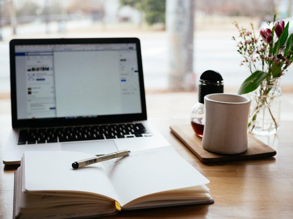 Deine Voraussetzungen für unser Praktikum in der SEO Optimierung: Du hast Lust aufs Texten und ein gutes Sprachgefühl.