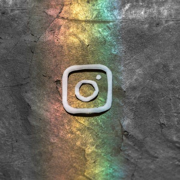 Unsere Instagram und Facebook Profile sehnen sich nach Deiner Aufmerksamkeit.