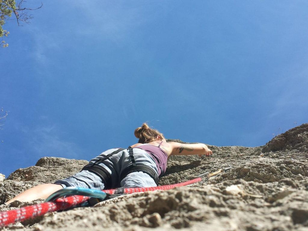 Bei der Kletterfreizeit in den Herbstferien ertasten wir mit Dir Dein persönliches Kletterlimit.