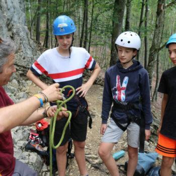 Unser Kletterguide Bernd führt Dich natürlich ausführlich in die Sicherungstechnik beim Klettern ein und hat ein Auge auf alle.