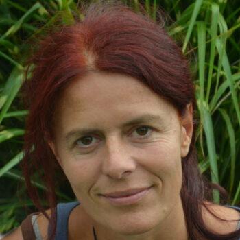 Sanne Straub macht Ritualarbeit in Freiburg