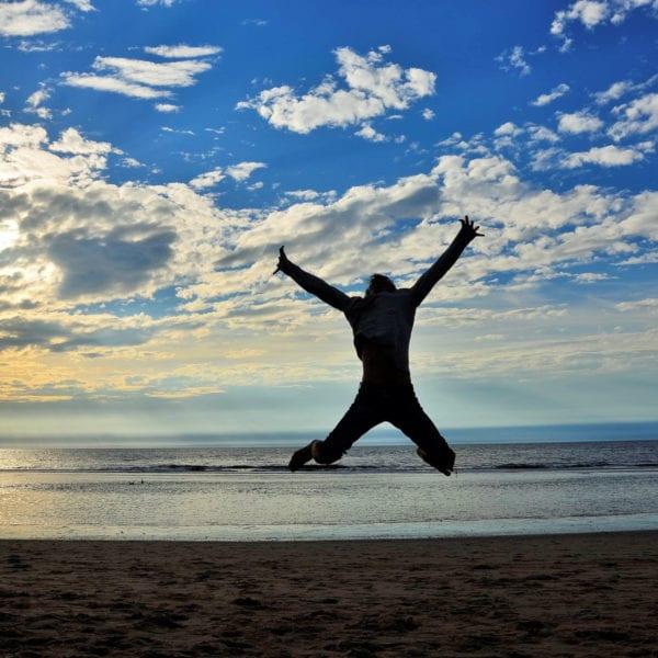 Stephan Straub macht Flugversuche in Hollands Küste