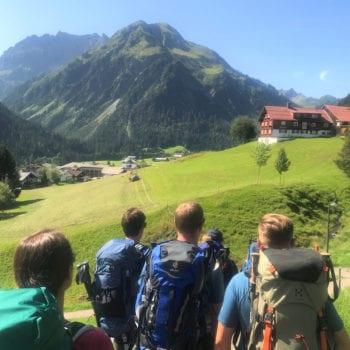 Eine Abenteuerreise, die Dich fordert: Zu Fuß über die Alpen.
