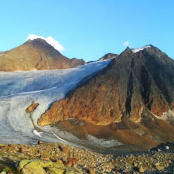 Bei der Alpenüberquerung für Jugendliche warten faszinierende Landschaften auf Dich, die manchmal wirken, als seien sie nicht von dieser Welt.