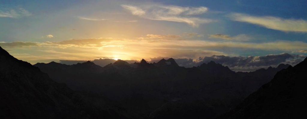 Alpen zu Fuss überqueren und diesen Ausblick genießen...