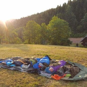 Hast Du schon mal unter freiem Sternenhimmel geschlafen? Bei unserer Ferienfreizeit für Kinder kannst Du es ausprobieren!