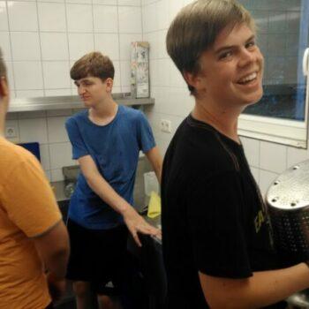 Gemeinsame Küchenarbeit macht große Freude!