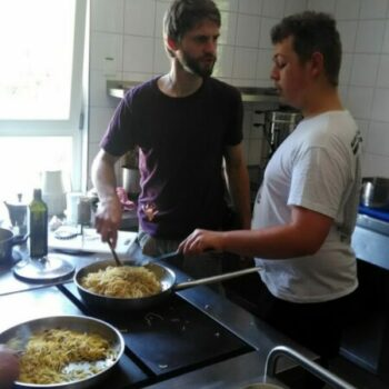 Das Essen ist fertig! Heute auf der Speisekarte: Spaghetti!