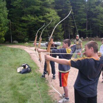 In unserem Ferienlager Bogenschießen kannst Du bei Turnieren Dein ganzes Können unter Beweis stellen!