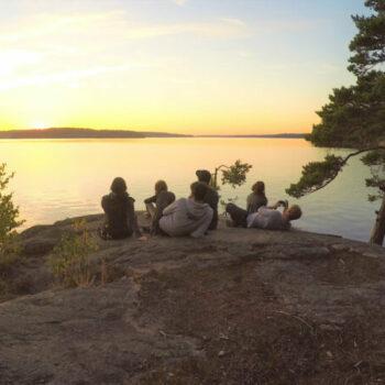 Raus in die Natur. Gute Gespräche mit anderen in Deinem Alter. Alleine Urlaub machen, ohne Eltern. Und natürlich Action! Das erwartet Dich bei unserem Ferienlager für Jugendliche!