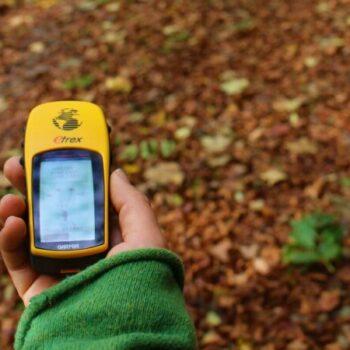 Mit GPS-Geräten werden wir uns bei Trekking-Touren den Weg bahnen. Oder lieber klassisch mit Karte und Kompass? Du hast die Wahl!