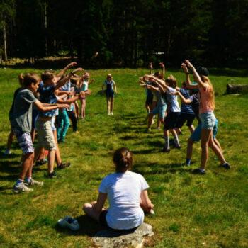 """Bei unserem Ferienlager für Kinder werden wir jede Menge Spiele ausprobieren, zum Beispiel """"Oma, Jäger, Bär""""."""