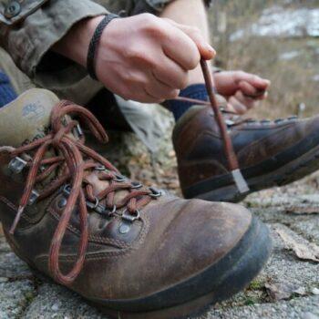 Pack Dir festes Schuhwerk ein! Bei unseren Trekkingtouren durch's Jura bleiben niemandem die Füße kalt!