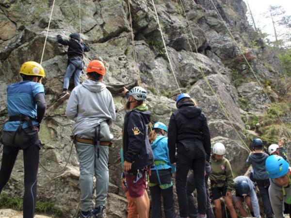 Vom Campingplatz aus starten wir zu Fuß zum unserem Kletterspot.