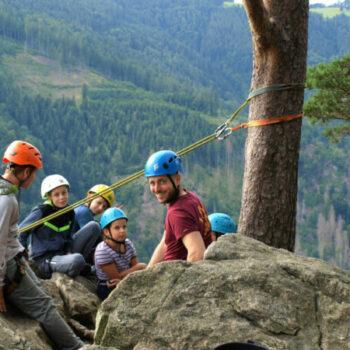 Hast Du Dich schon mal abgeseilt? Bei unserer Kletterfreizeit an Pfingsten kannst Du es ausprobieren.