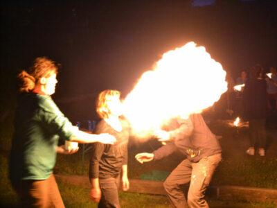 Abends werden wir gemeinsam das Feuer bändigen!