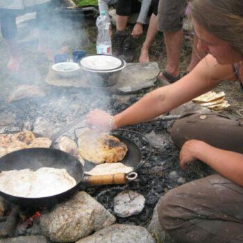 Kochen über dem Lagerfeuer. Eine ganz andere Art des Essens!