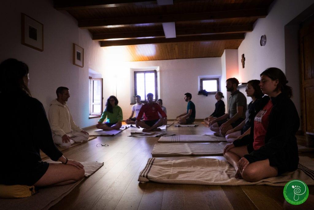 Yoga und Meditation bei der Paarwanderung