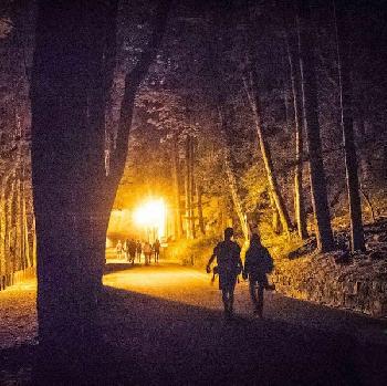 Paare auf unserer Paarwanderung im Abendlicht
