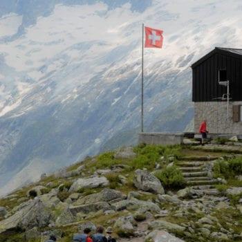 Wir hangeln und von Hütte zu Hütte, wo wir nach langer Wanderung in den Genuss der Schweizer Gastfreundlichkeit kommen.