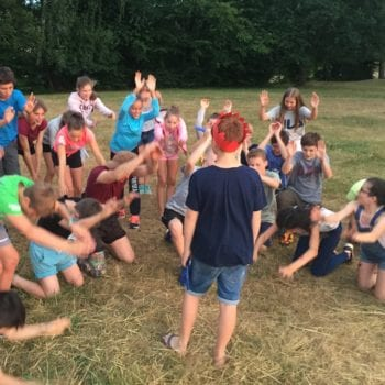 Zusammen spielen! Nur den Abstand nicht vergessen! Viel Spaß bei der Ferienbetreuung in Mainz!