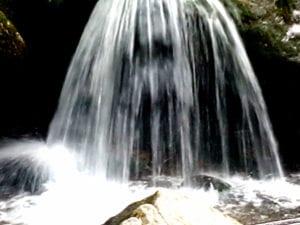 Wasserall bei einem Schwellengang
