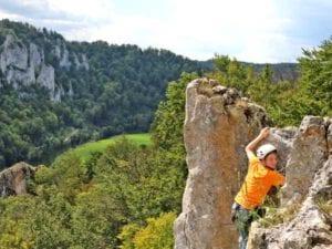 Klettern in der Natur, am echten Fels, Abenteuer, Spaß und Sport verbinden sich hier zu einem unvergesslichen Erlebnis. Unser Modul Felsklettern