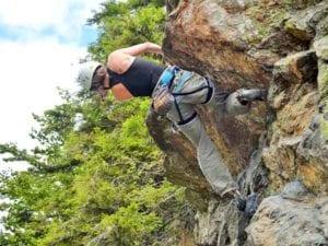 Wir führen Sie in luftiger Höhe vorsichtig an Ihre natürlichen Grenzen heran, und beim Felsklettern natürlich auch etwas höher :-)