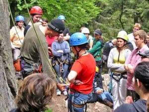 Teambuilding und Selbsterfahrung mit Spaß und Nervenkitzel, das ist Felsklettern!