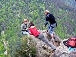 Am Naturfels die eigene Komforzohe verlassen und über sich selbst hinauswachsen. Felsklettern pur eben...
