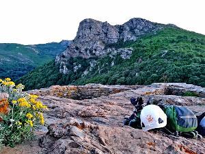 Wir führen Euch in luftiger Höhe vorsichtig an Eure Grenzen heran beim Modul Felsklettern