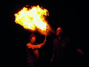 Feuer und Flamme sind wir auch immer beim Feuerspucken, ein Erlebnis für groß und klein