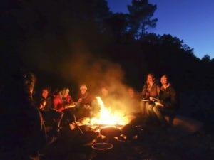 Modul Feuer und Flamme - also unsere Lagerfeuerküche - ist nichts für einen schnellen Snack oder den Heißhunger und lädt zum Entschleunigen ein
