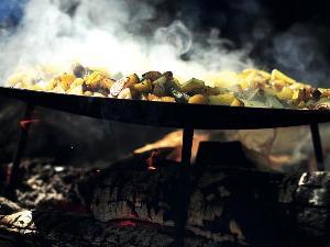 Unsere Feuerküche schmeckt lecker und es ist leicht für diese Feuer und Flamme zu sein