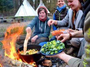 Grillen kann jeder- heute kochen wir am Lagereuer! Unser Modul Feuer und Flamme.
