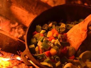 Feuer und Flamme zaubert am Lagerfeuer kreative kulinarische Highlights