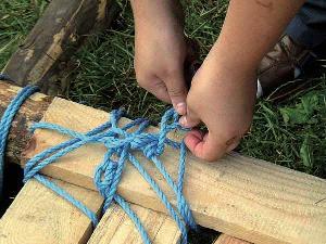 Floßbau New Shore heißt auch Knoten machen können, die halten