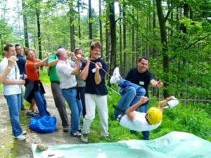 Sich gegenseitig unterstützen und Verantwortung für das Gruppenergebnis übernehmen- eines der Lernfelder beim Teamtask!