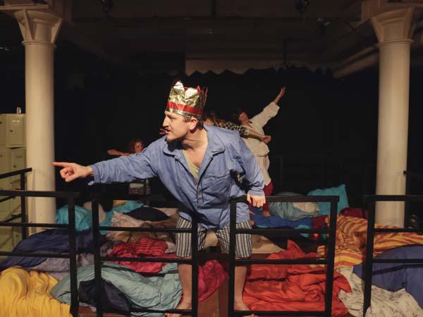 Christian Schmid ist Erlebnispädagoge mit Theater- Background