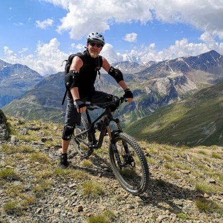 Leif bereist die Welt supergerne per Mountainbike...